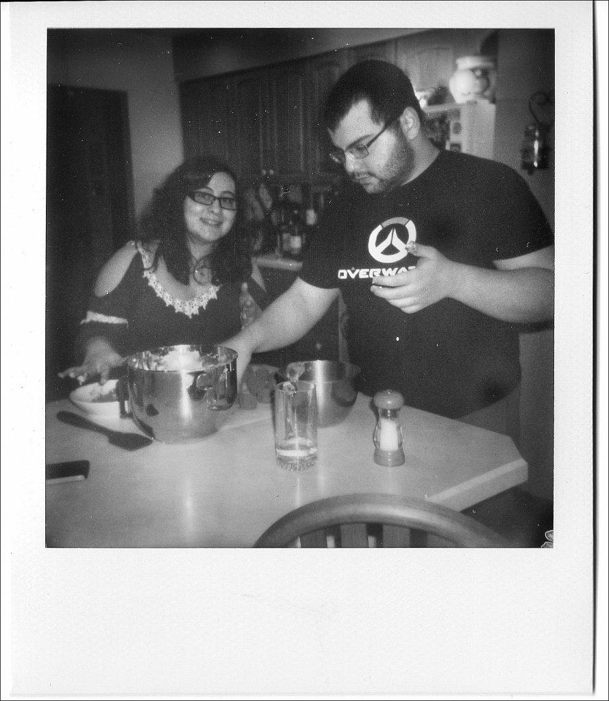 20990308-Polaroid-Impulse-Polaroid-Originals-BW-02.jpg